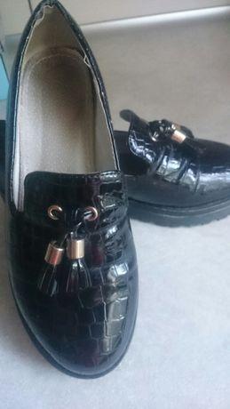 Продам туфлі .До 1-го Вересня , туфлі. 31 розмір. Шкіряні, дуже гарні.