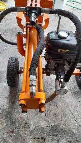 Rachador de lenha a gasolina  12 toneladas,  em bom estado