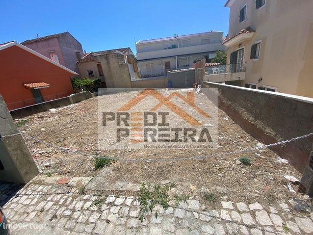 Terreno com 267.60 m2, situado no Casal Novo, Famões.