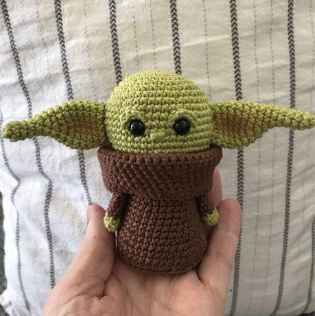 Baby yoda em crochet / amigurumi