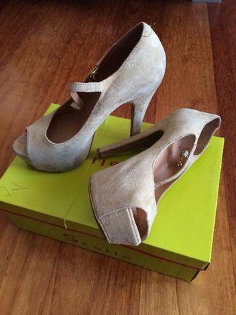 Vendo Sapatos Estilo peep toe nº 38