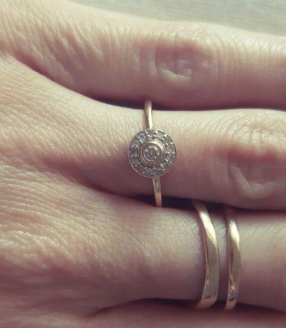 Pierścionek złoty- diamenty