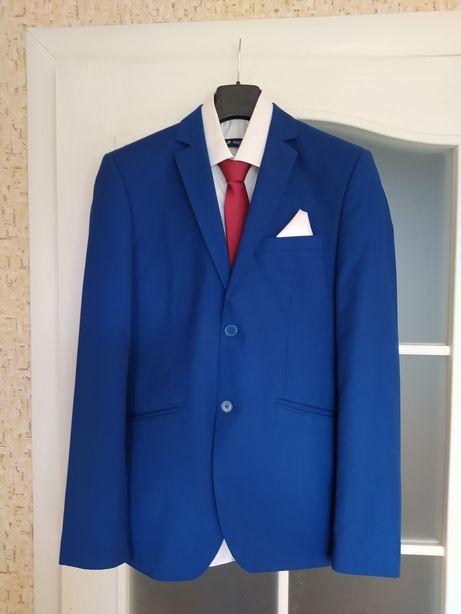 Чоловічий костюм 44 розмір