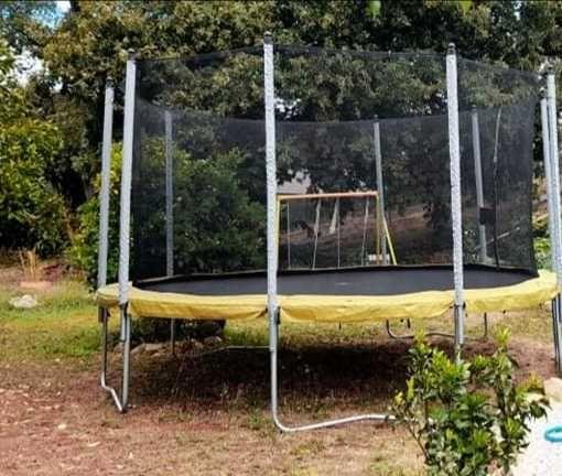 Alugo trampolins