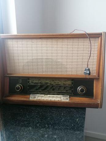 Rádio antigo para colecionador