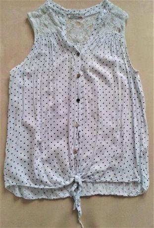 Biała bluzka wiązana w czarne kropki, koronka
