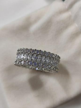 Новое кольцо ювелирная бижутерия дорожка с камнями