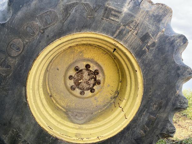 Opony 30.5 R32 800 do sieczkarni, kombajn john deere z felgami