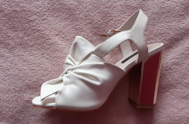 Sandały obcas białe ślubne