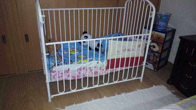 Berço branco bebé