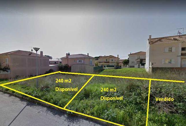 Terreno na Abrunheira com 240m2 de área e 100m2 implantação.