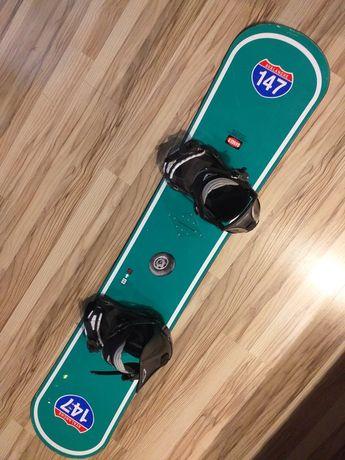 Deska snowboardowa z wiązaniami 147cm