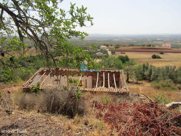 Terreno com 11.000m2 e Ruina localizado em S.B. Messines- Algarve