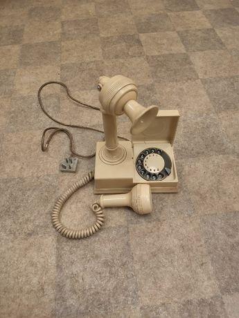 biały telefon vintage