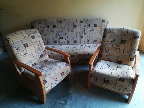 kanapa z dwoma fotelami