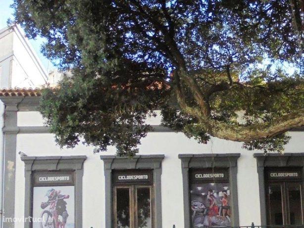Apartamento T3 bom localizado na freguesia da Sé em Angra...