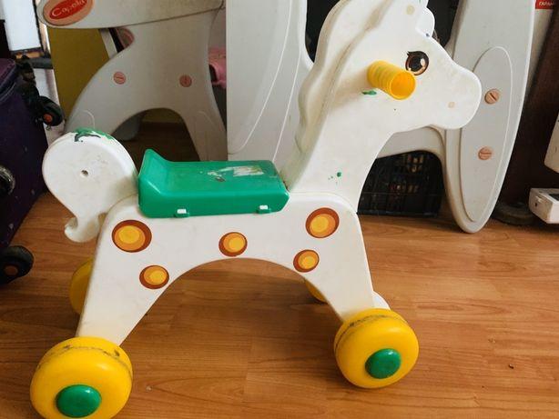 Лашадь на колесах.