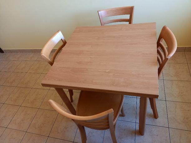 Sprzedam drewniany, rozkładany stół z 4 krzesłami