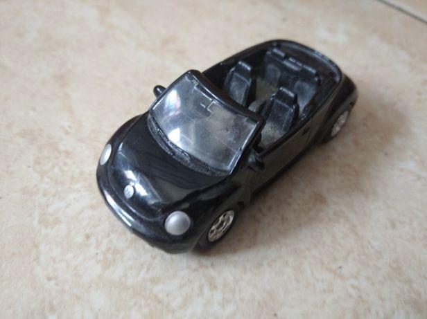 Miniatura VW New Beetle descapotável em bom estado