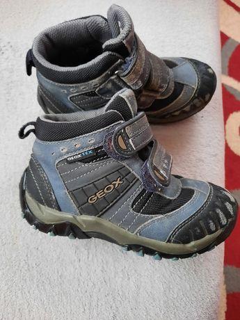 Продам ботинки на мальчика 27р