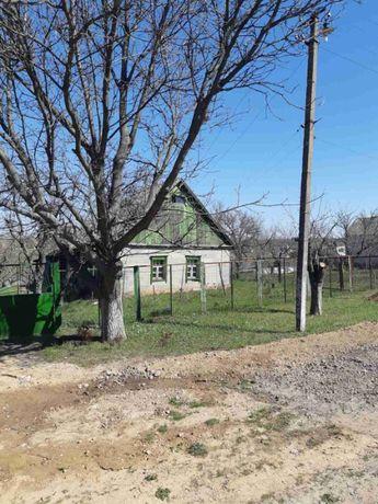 Продам участок земли с ветхим домом