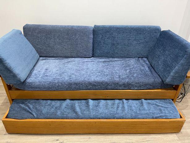 Sofá cama de madeira com 2 colchões
