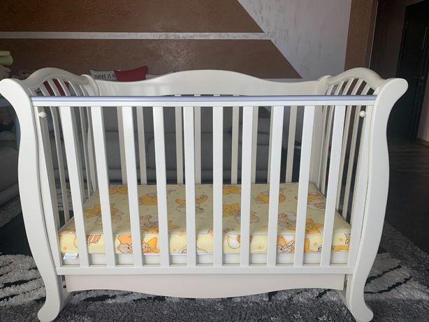 Ліжко дитяче білого кольору