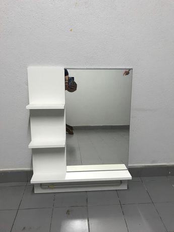 Espelho de Casa de Banho com Prateleiras e Varão para Toalha!