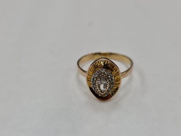 Piękny złoty pierścionek damski/ 333/ 2.66 gram/ R16/ Cyrkonie