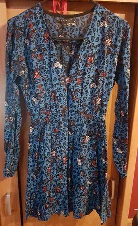 Wzorzysta sukienka polskiej marki The Hive r. S