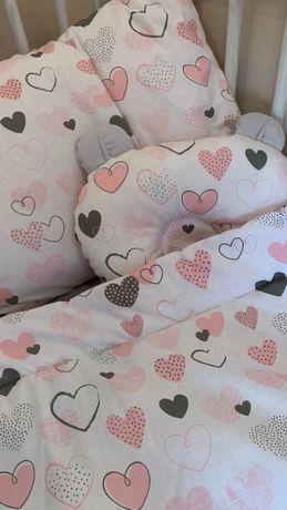 Продам сказочный постельный комплект « Сердечки» 0-3 лет