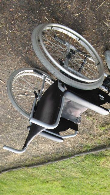 Wózek inwalidzki stalowy.