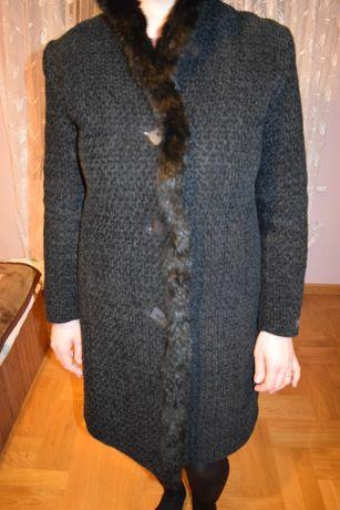 Piękny czarny płaszcz jesienno- zimowy, damski