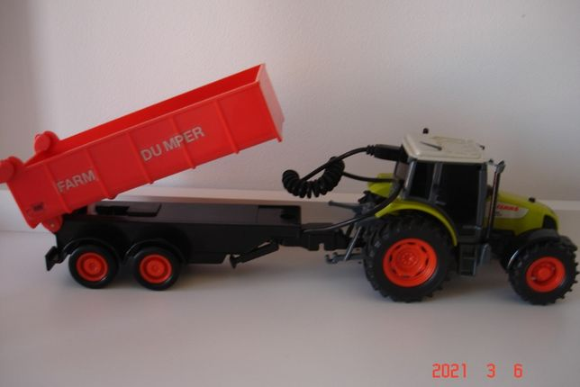 Zabawka traktor z przyczepą CLAAS firmy Dickie