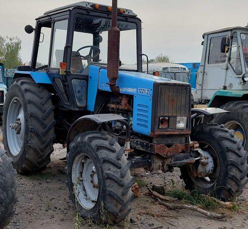 Агрофірма продасть трактор МТЗ-1221