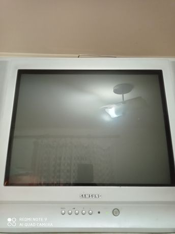 Телевизор Samsung рабочий с пультом в хорошем состоянии