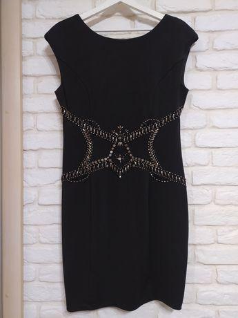 Sukienka czarna ze zdobieniem