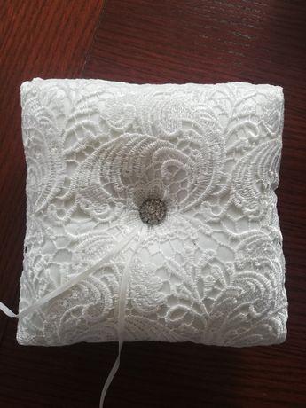 Poduszka na obrączki koronka złamana biel