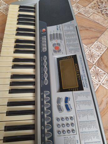 Продам синтезатор рабочий в хорошем состоянии