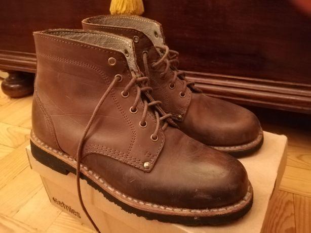 Botas em couro castanhas