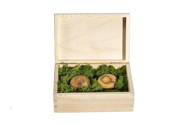 Skrzynka szkatułka drewniana na obrączki z pniaczkami i mchem