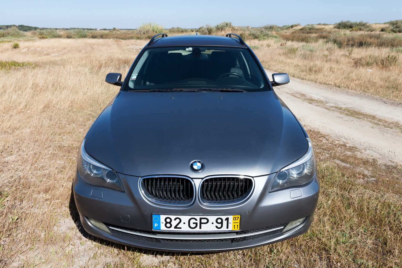 BMW 520d Prateado com Teto Panorâmico