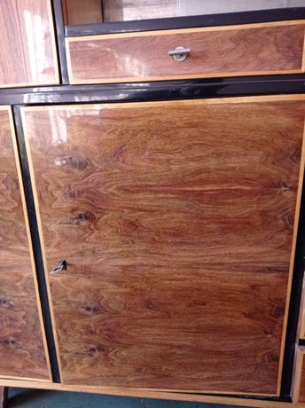 Kredens z szklaną witryną w połysku i  szafa 3 drzwiowa