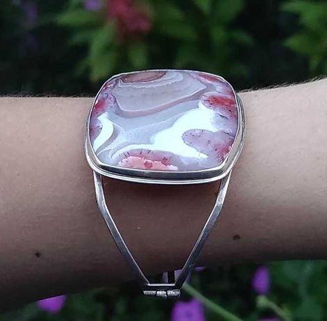 Серебряный браслет ручной работы с натуральными камнем