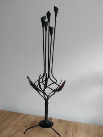 Świecznik z metaloplastyki