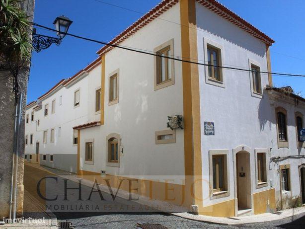 Prédio remodelado situado em pleno centro histórico de To...