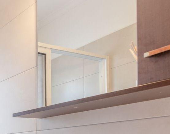 Móvel WC com espelho, iluminação e arrumação