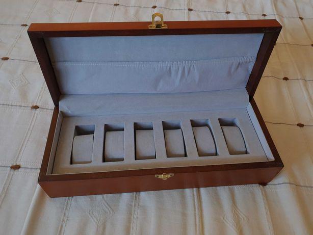 Caixa 6 relógios em madeira