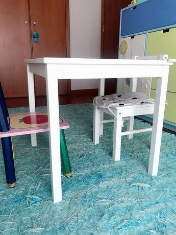 Mesa+tapete+ 2 cadeiras