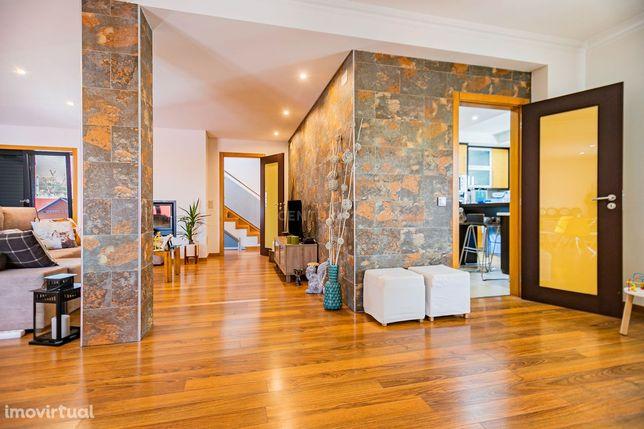 Moradia Isolada com 5 Assoalhadas e Garagem na Quinta da Serralheira -